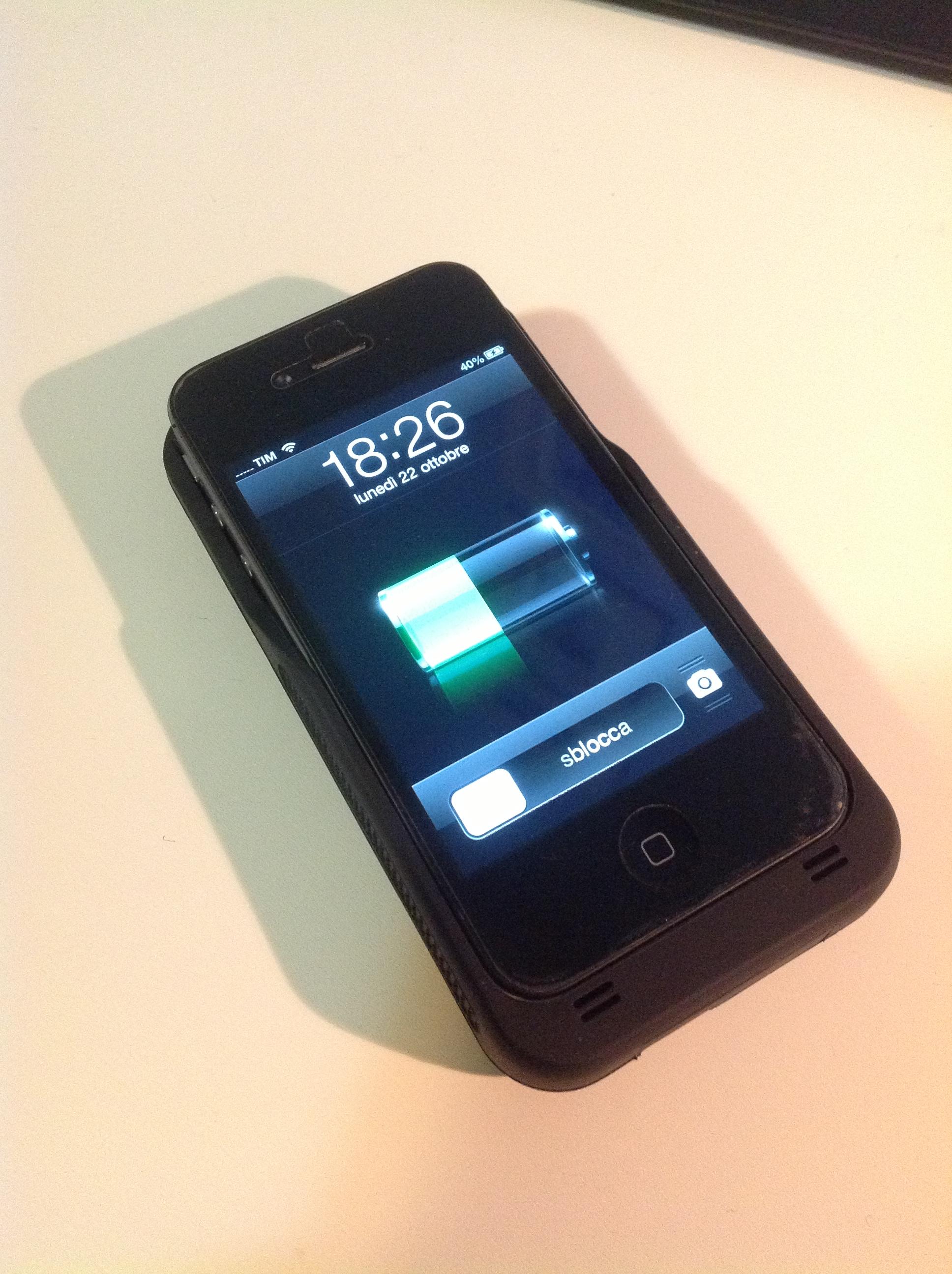 Pannello Solare Integrato Quality : Batteria esterna per iphone s nera con pannello solare