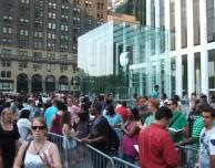 Pubblicato il report annuale Apple: 1 miliardo in più nella ricerca, oltre 30 nuovi Apple Store nel 2013, pagati 72.800 dipendenti