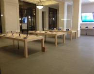 Svaligiato nella notte l'Apple Store di via Roma a Torino, il più grande negozio di Apple in Italia