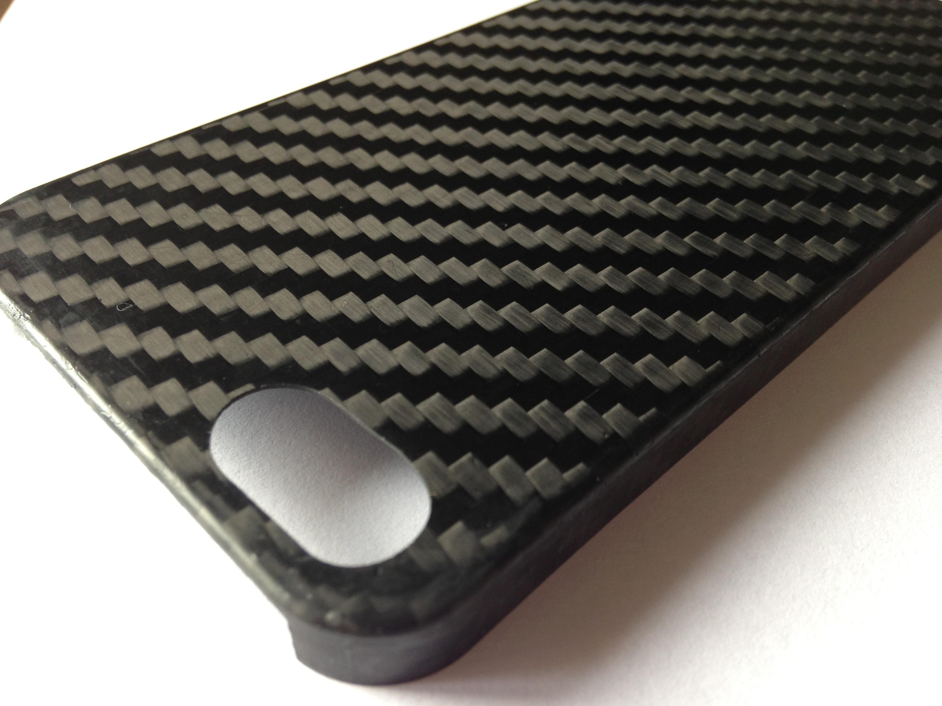 Cover per iPhone in fibra di carbonio realizzate da Carbonmade ...