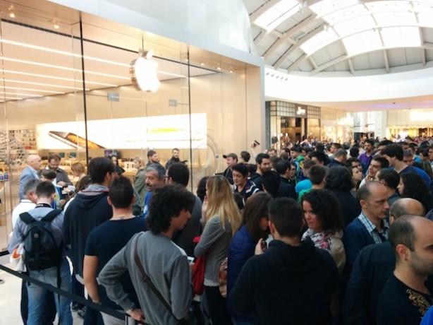 Apple Store Nave de Vero a Marghera  centinaia di persone visitano ... 3700537a35f