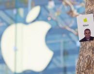 """Tesla """"ruba"""" ad Apple il direttore di un Apple Store"""