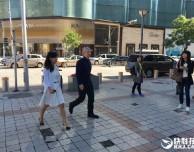 Tim Cook e il CEO della Didi Chuxing visitano un Apple Store di Pechino