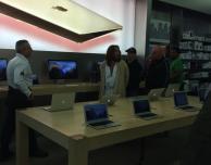 Un uomo vestito da Gesù si rifiuta di uscire da un Apple Store e viene arrestato…