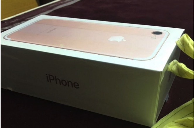 La presunta confezione dell'iPhone 7 mostrata in foto