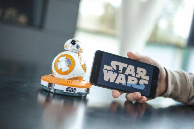 Presentato il braccialetto che ti fa controllare BB-8! – IFA 2016