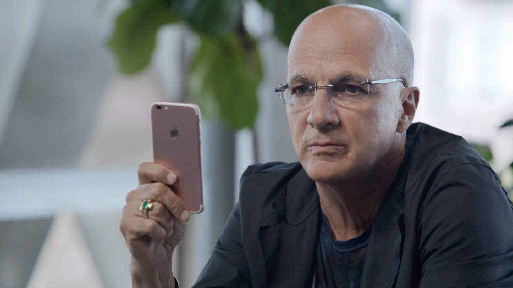 Apple cerca di nascondere la fotocamera sporgente?