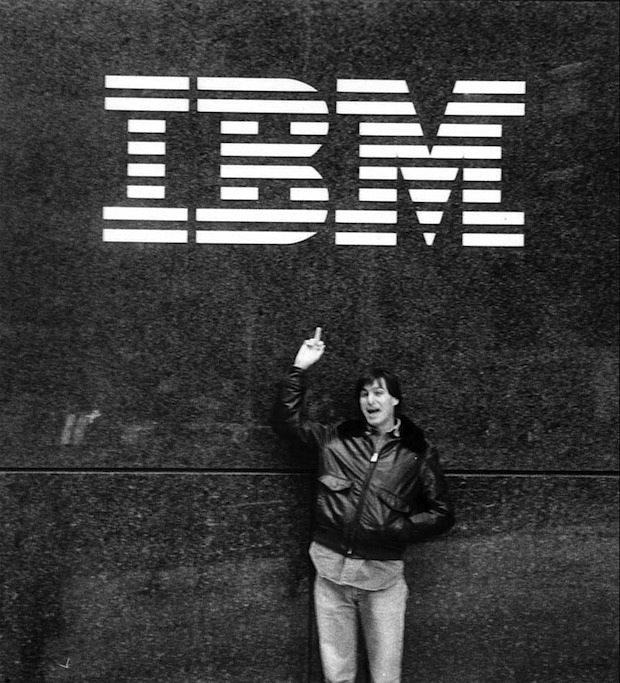 All'asta diversi indumenti appartenuti a Steve Jobs!