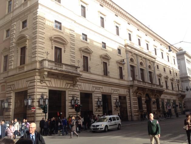 L 39 apple store pi importante d 39 italia sorger in via del for Corso arredatore d interni roma