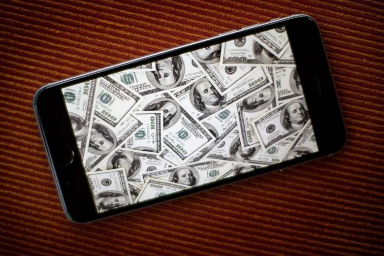 Salgono le azioni Apple grazie anche al Note 7