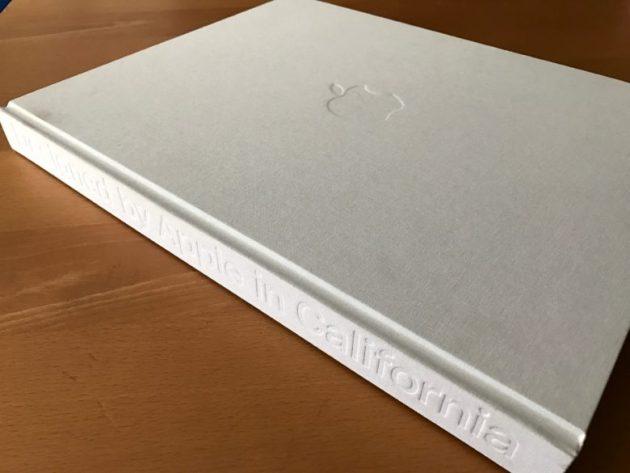 Designed by Apple in California, il libro dedicato a Steve Jobs