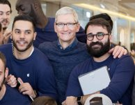 Tim Cook in visita all'Apple Store di Marsiglia