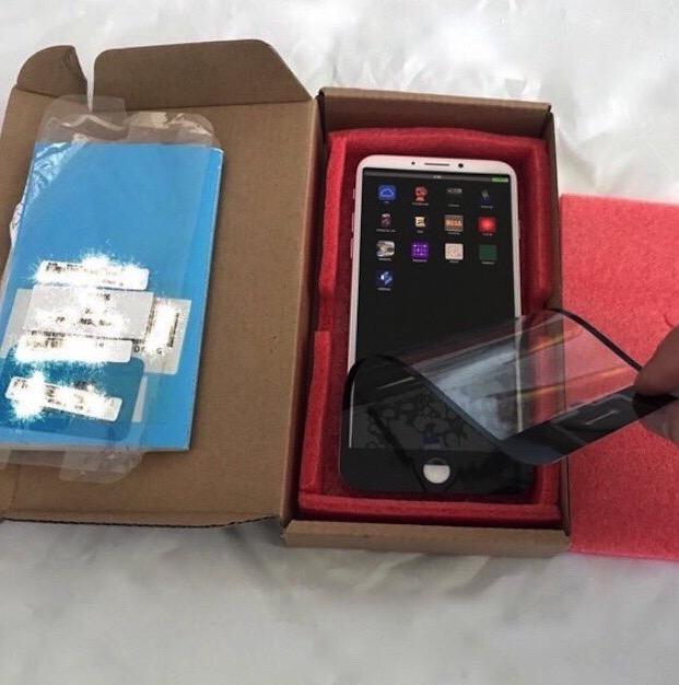 b2dd9a5bbe1 ... essere un prototipo di iPhone 8. E' interessante notare che la  pellicola protettiva utilizzata rende questo dispositivo molto simile all'iPhone  7: