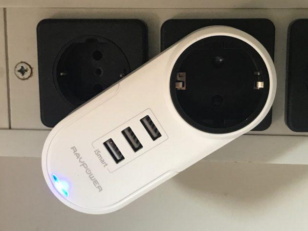 RAVPower realizza un caricatore da muro rotante e con tre prese USB