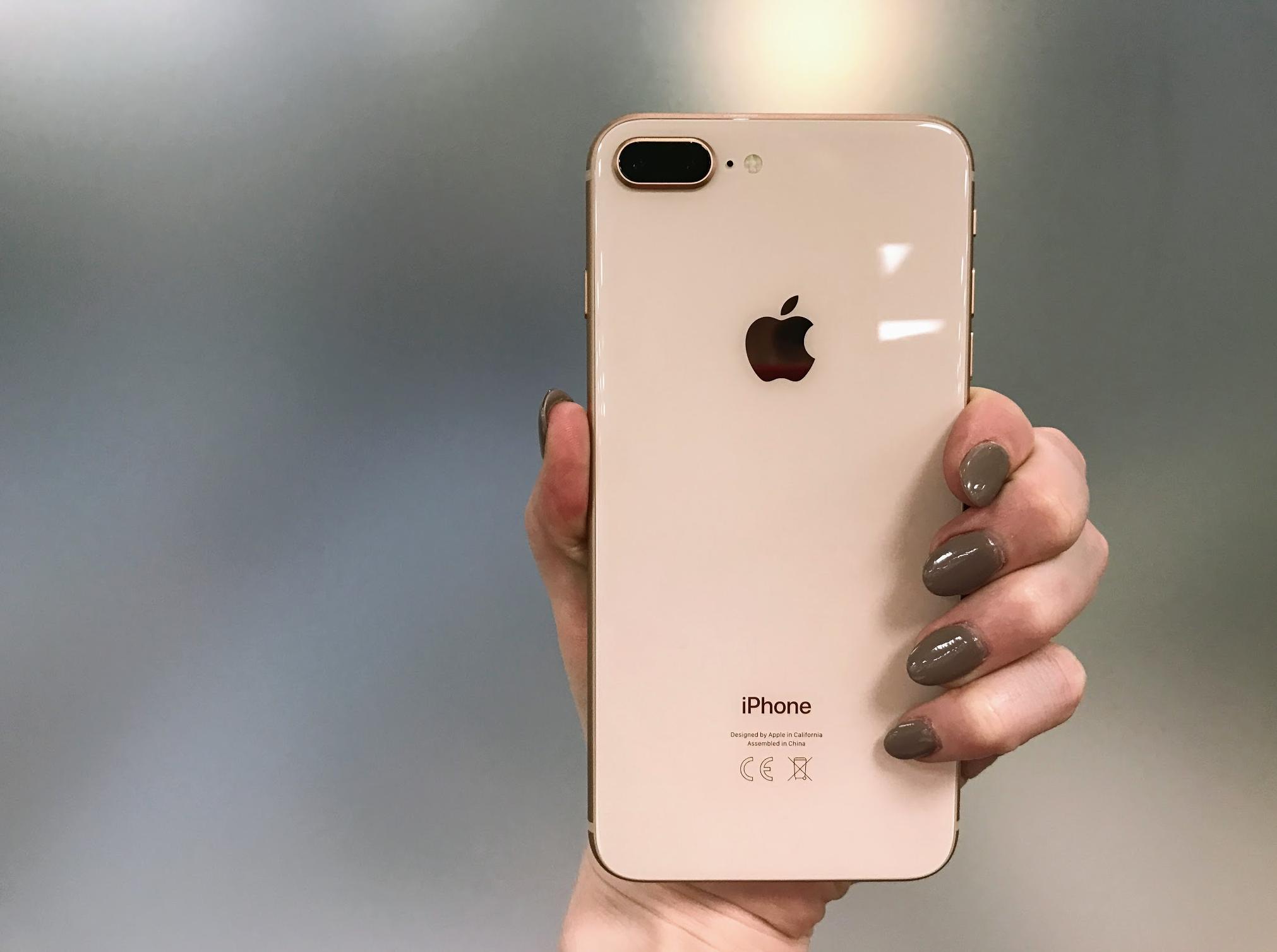 applecare plus la riparazione del retro in vetro di iphone 8 costa pi del display iphone italia. Black Bedroom Furniture Sets. Home Design Ideas