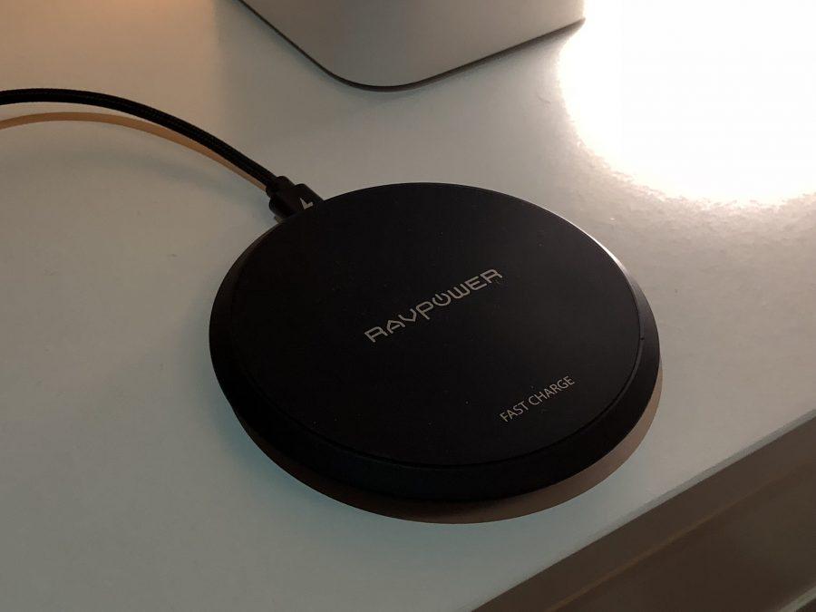 Ricarica (rapida) wireless: abbiamo provato un nuovo pad di RAVPower